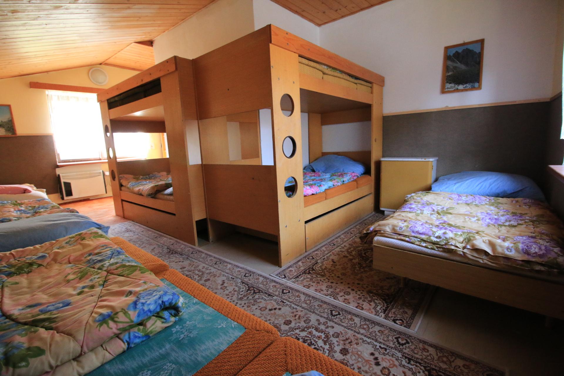 osmilůžkový pokoj